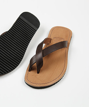 Toe cross slippers